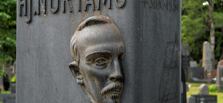 Kuva: Hj. Nortamo, hautamuistomerkki, Arvi Tynys ja Erkki Huttunen