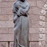 Kuva: Emil Wikström, Kordelinin kappelin portaaliveistokset, 1939–40, nainen.