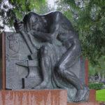 Kuva: Yrjö Liipola, Rafael Lönnströmin hautamuistomerkki, 1946, vaakakuva.